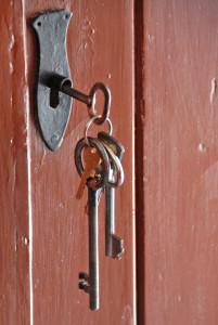vintage-keys-1154925-639x954